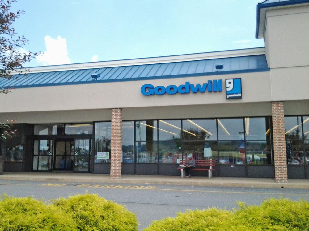 Goodwill Store Amp Donation Center 121 Rohrerstown Rd